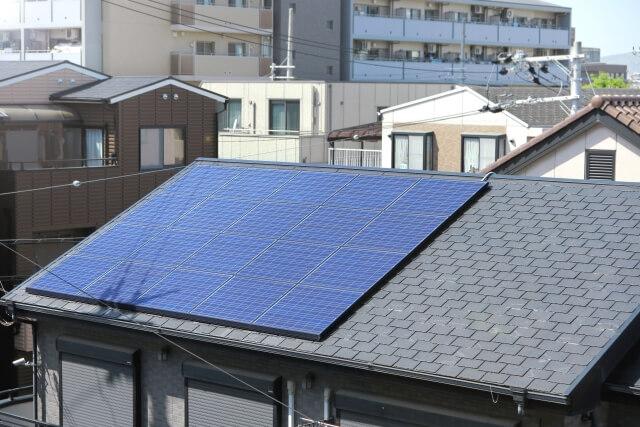 少量の太陽光パネル