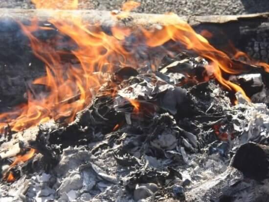燃える断熱材