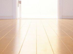 新築にフロアコーティングが必要なのか、床材タイプ別に解説!