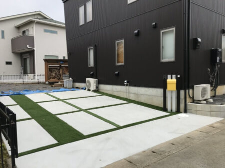 駐車場+人工芝